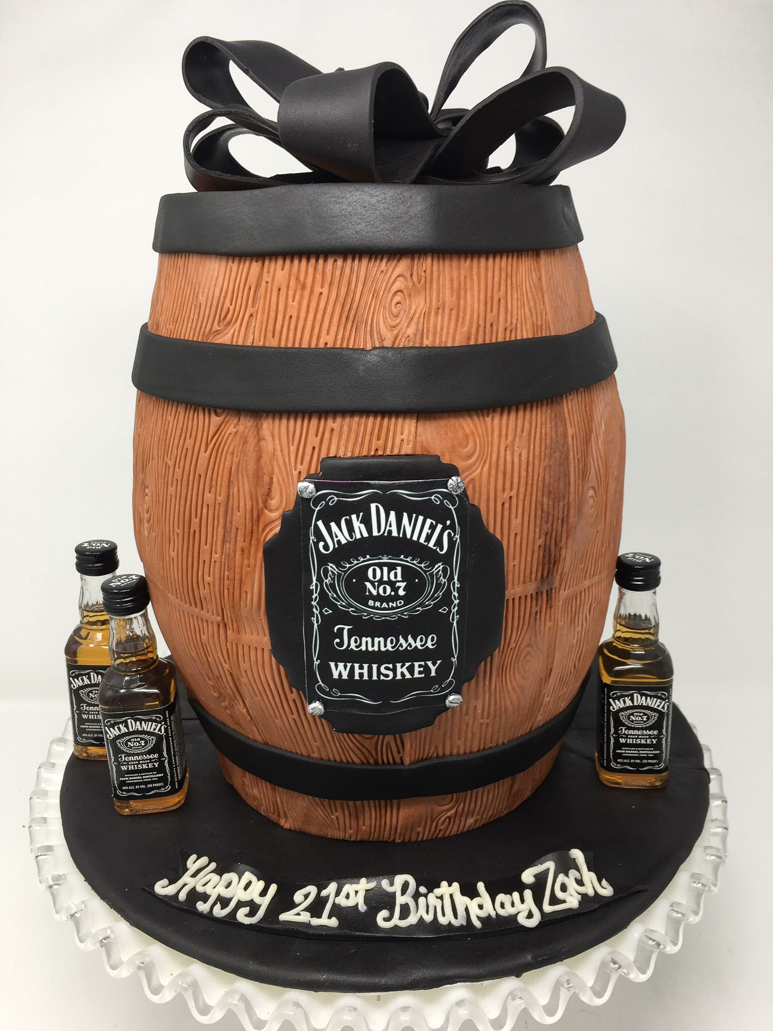 Jack Daniels Barrel cake / Image courtesy of Oliver's Desserts // Published: 3.17.18