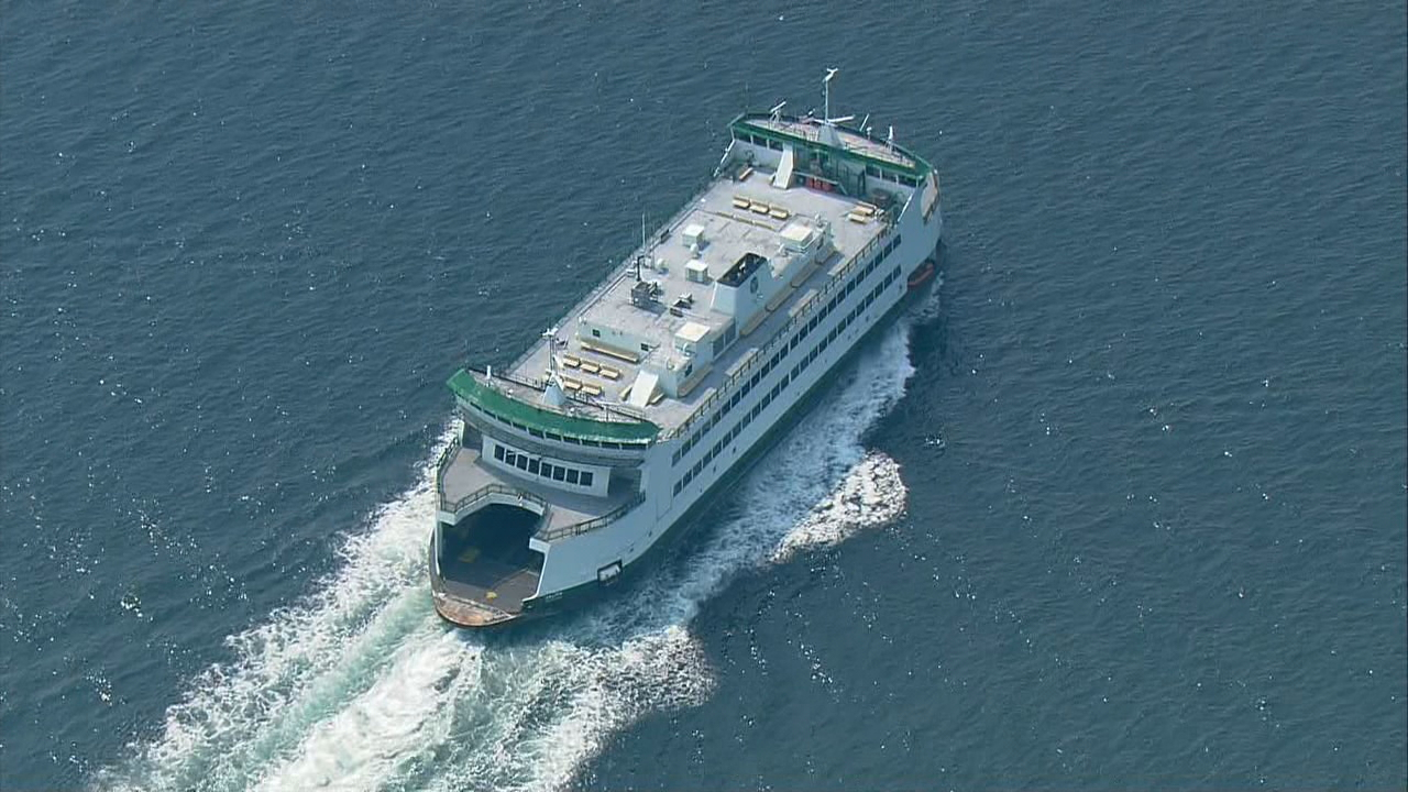 The ferry Salish heads back to Port Townsend after steering fails and it hit the ground on its way to Coupeville. (Photo: KOMO NEWS)