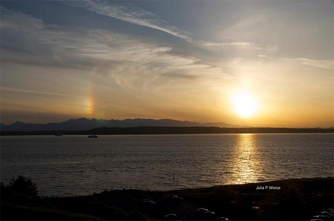 Sun dog as sun sets west of Edmonds (Photo: Julia Wiese)