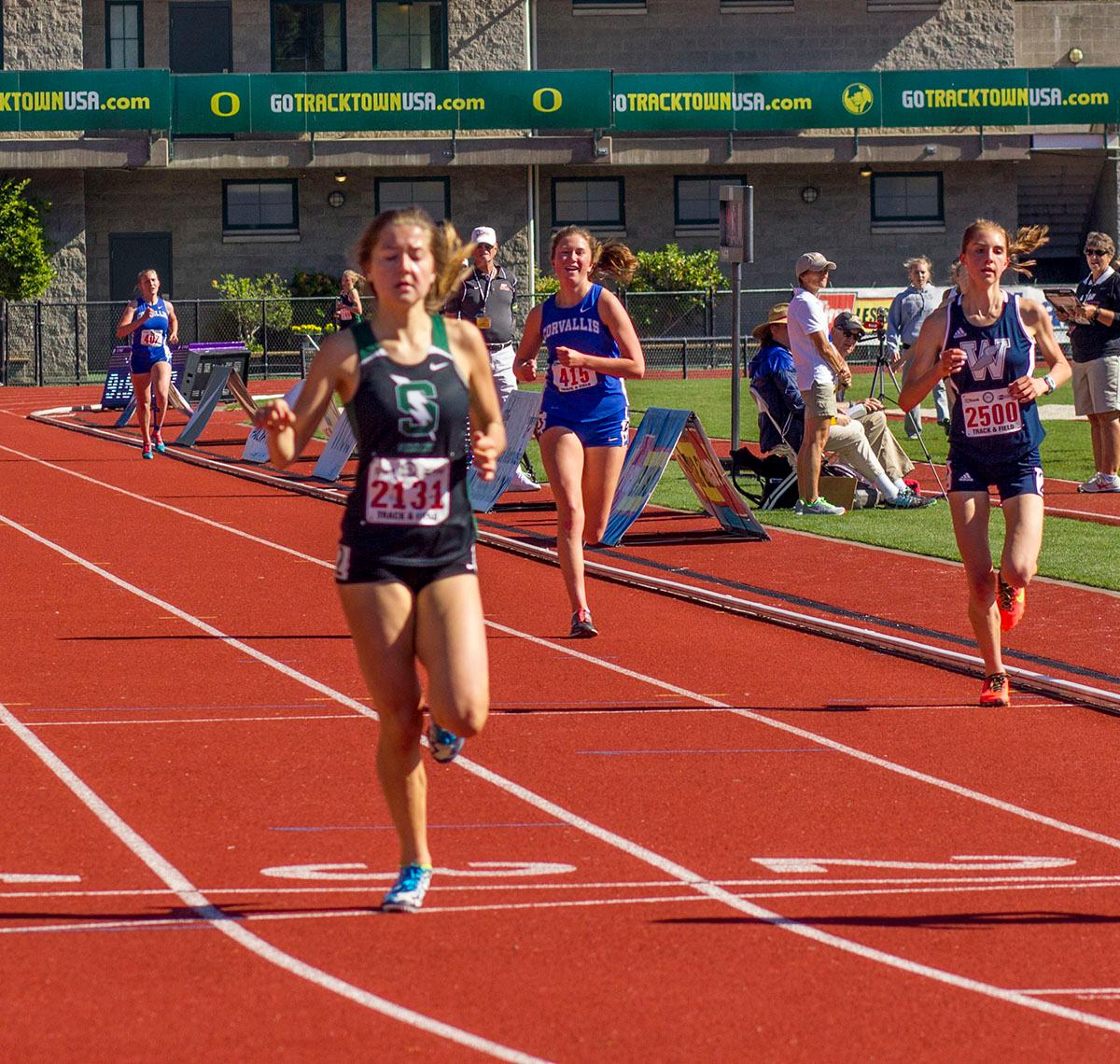 Olivia Brooks of Summit High School wins the 5A Girls 3000 Meter Run at the 2017 OSAA State Championship Track Meet at Hayward Field. She set a meet record running with a time of 9:50.94. Photo by: Stephanie Cusano, Oregon News Lab
