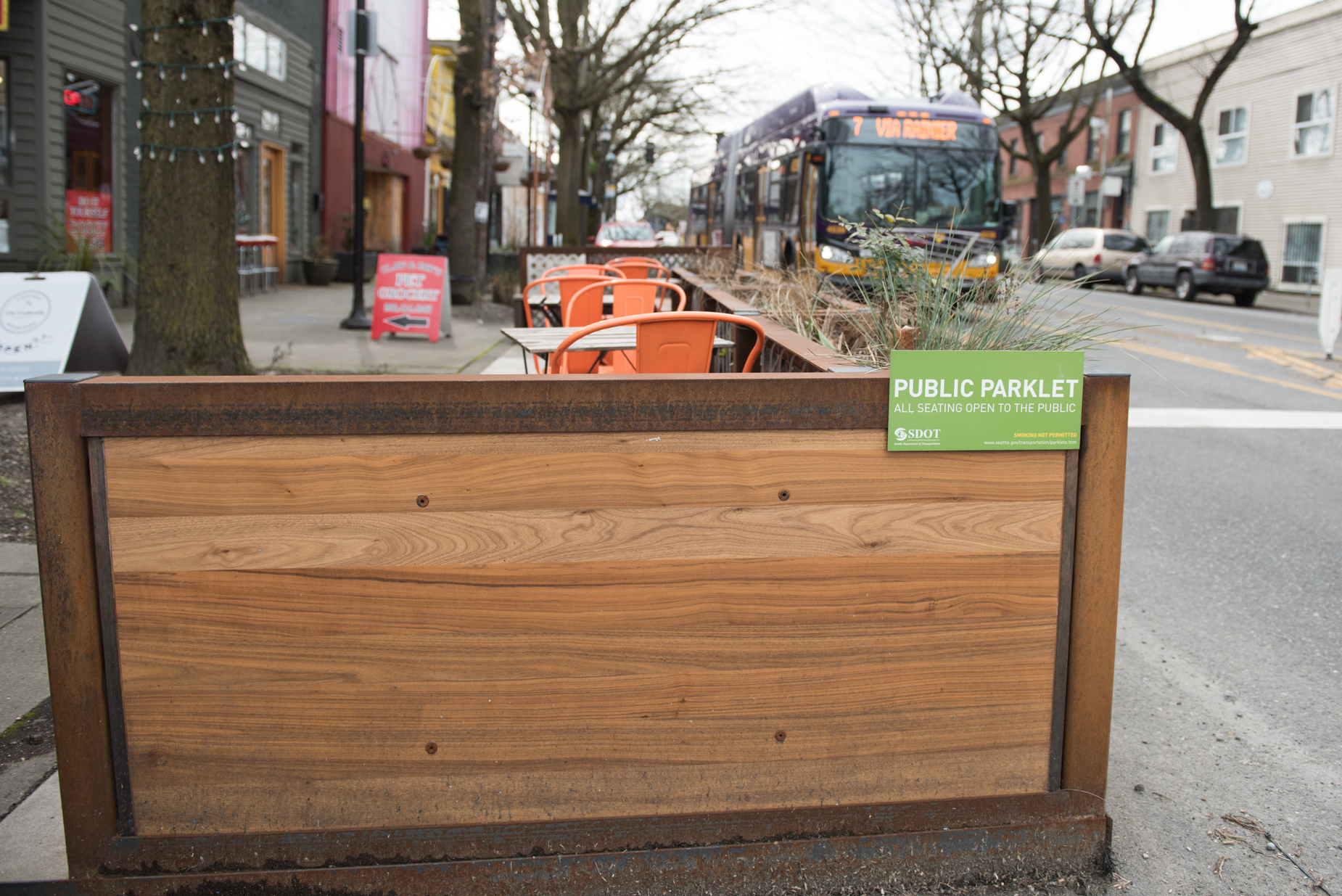 Hillman City Parklet: Burlap sacks from the coffee roaster are used for plantings. The coffee roaster owners thought about putting edible plants in the sacks, then decided against it because of its proximity to traffic. (Image: Natalia Dotto)
