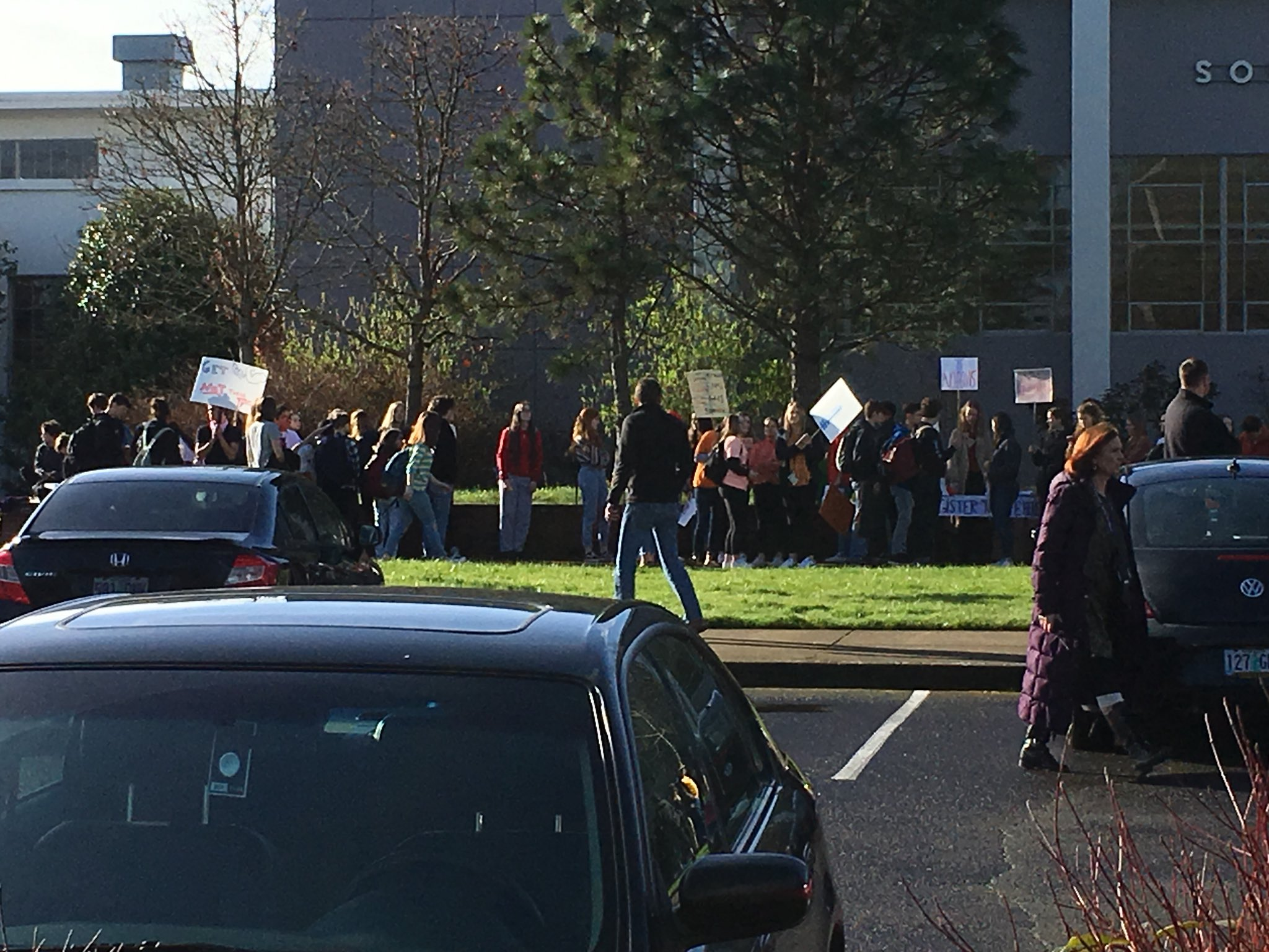 Students walk out of South Eugene High School on March 14, 2018. Supporters lined up along the sidewalk to cheer the students on. (SBG)