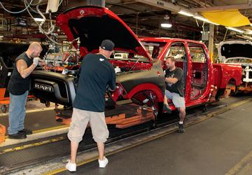 FCA to invest $1B in Michigan plant, pay out bonuses