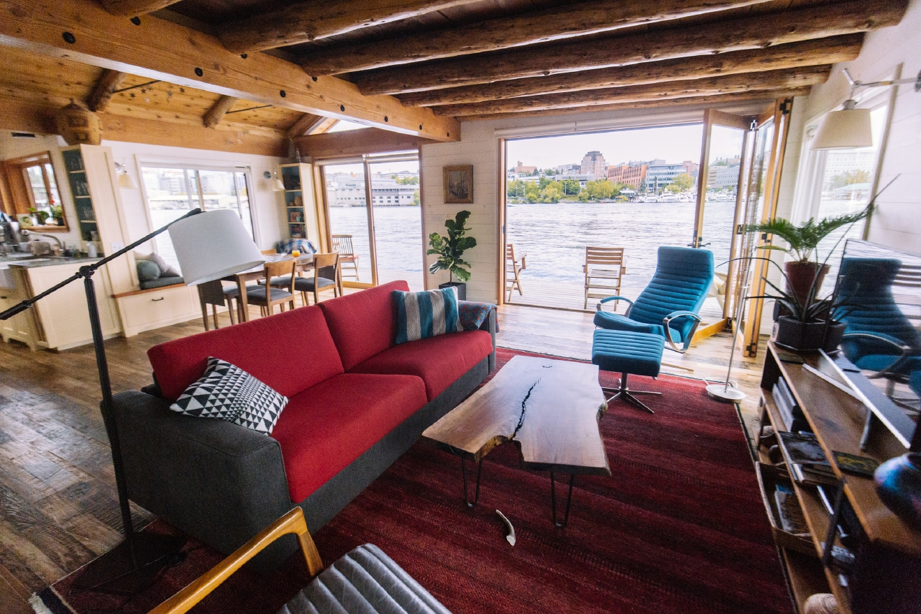 The 2016 Floating Home Tour featured thirteen floating homes along Portage Bay. We were able to sneak into a couple early, and will profile one a day for the next week. Continuing this week; check out this cabin on the water! With the exposed wooden ceilings we could easily see this little spot in the middle of the forest, or the water. (Image: Joshua Lewis / Seattle Refined)