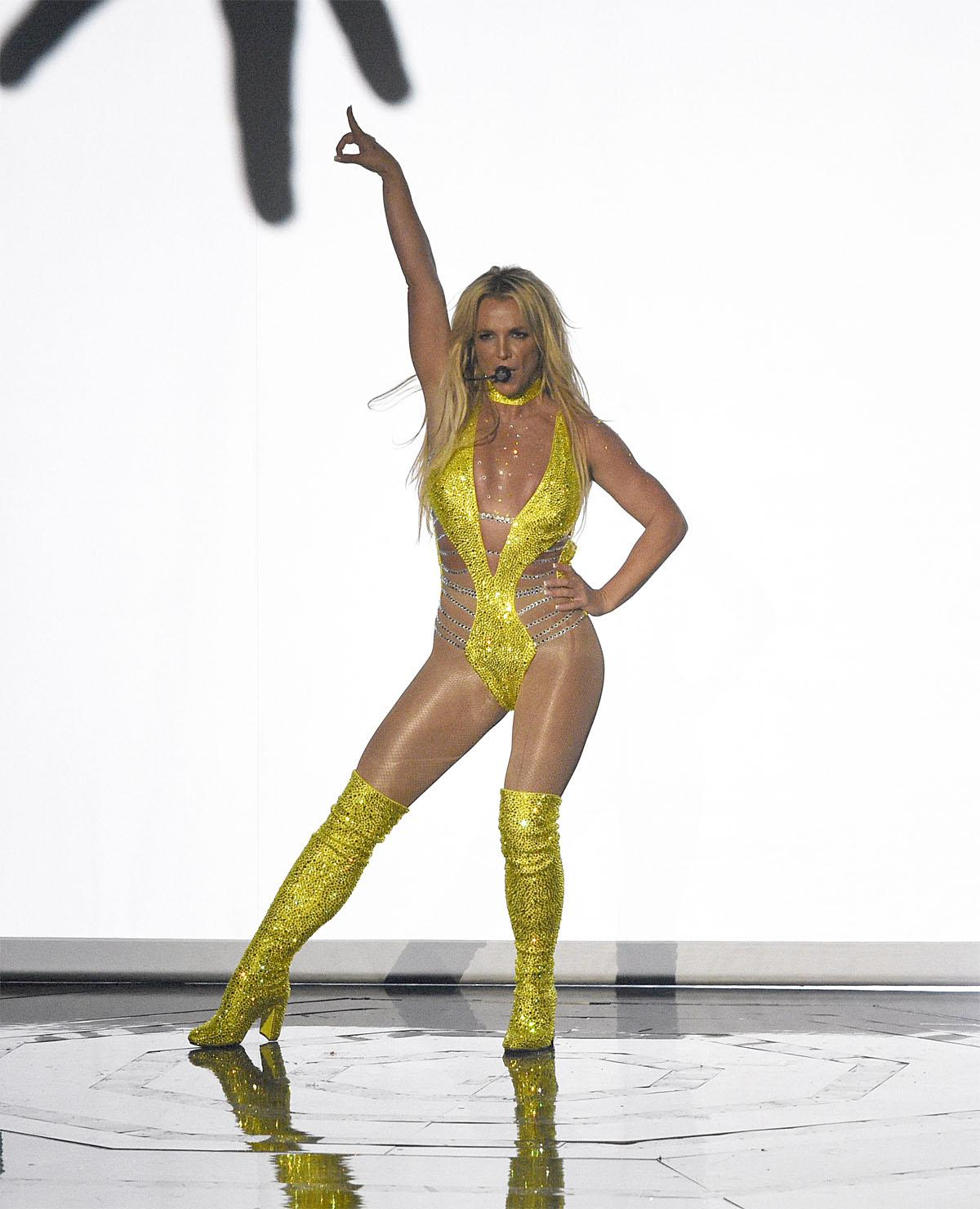 Britney Spears performs at the MTV Video Music Awards at Madison Square Garden on Sunday, Aug. 28, 2016, in New York. (Photo by Chris Pizzello/Invision/AP)