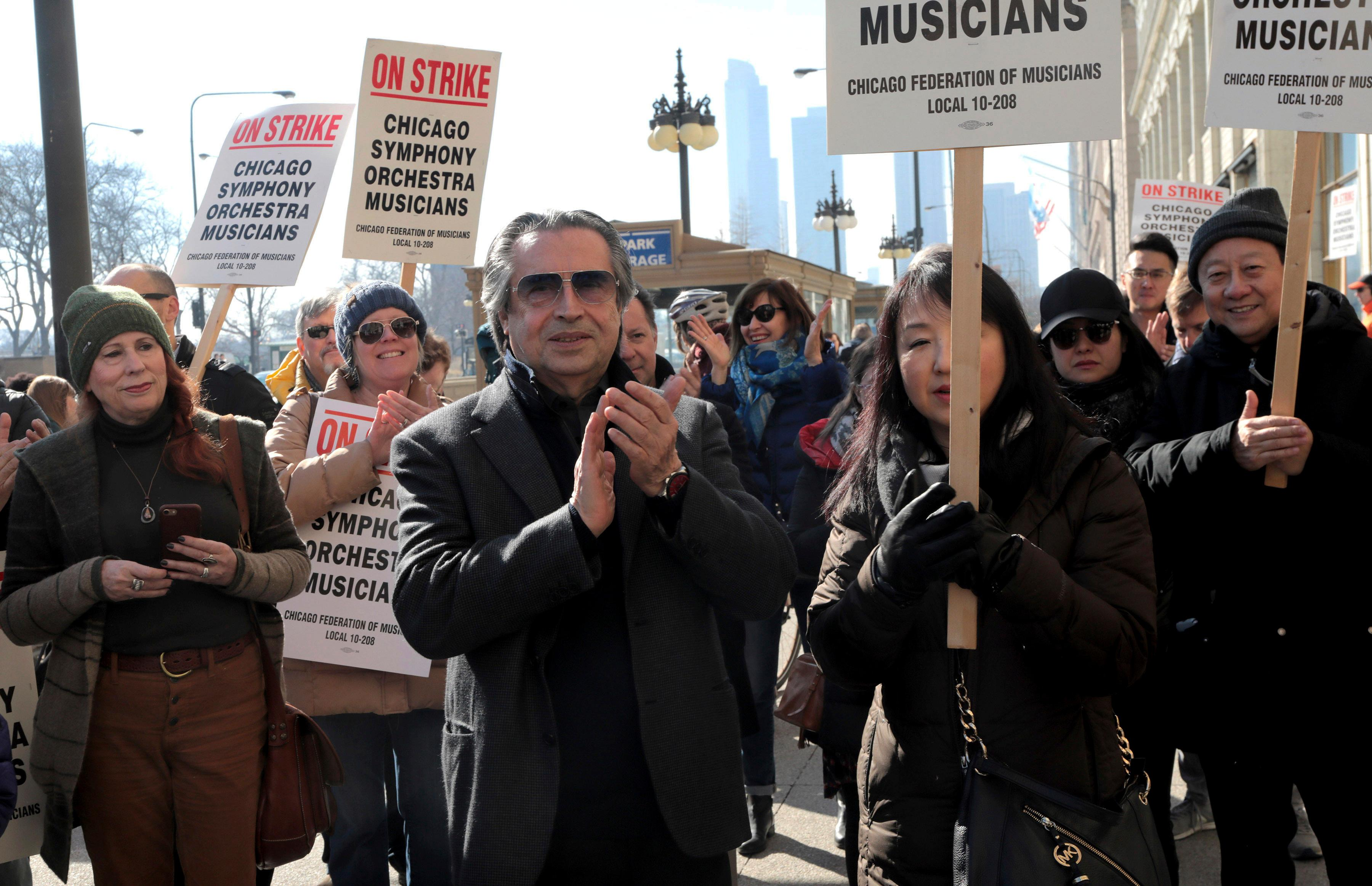 Chicago Symphony Orchestra conductor Riccardo Muti joins in solidarity with striking CSO musicians during a press conference outside the Chicago Symphony Orchestra building, Tuesday, March 12, 2019. (Antonio Perez/Chicago Tribune via AP)