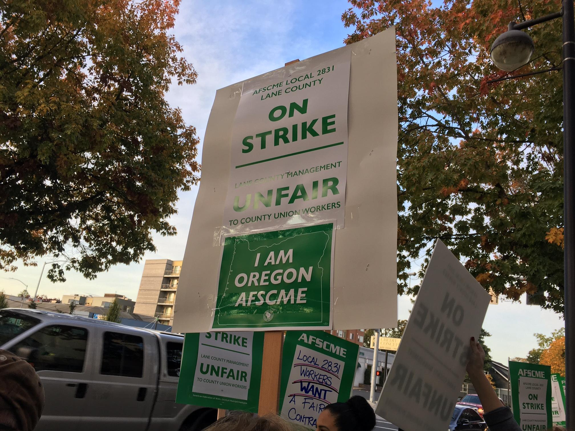 Lane County employees strike, October 18, 2017. (SBG)