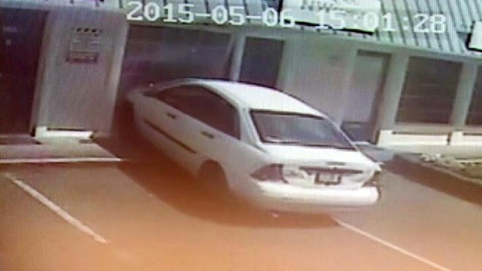 Se Car Agency >> Watch 2 Hurt By Car Crashing Into Se Portland Insurance