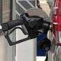 Average U.S. gas price jumps 4 cents to $2.58 for regular