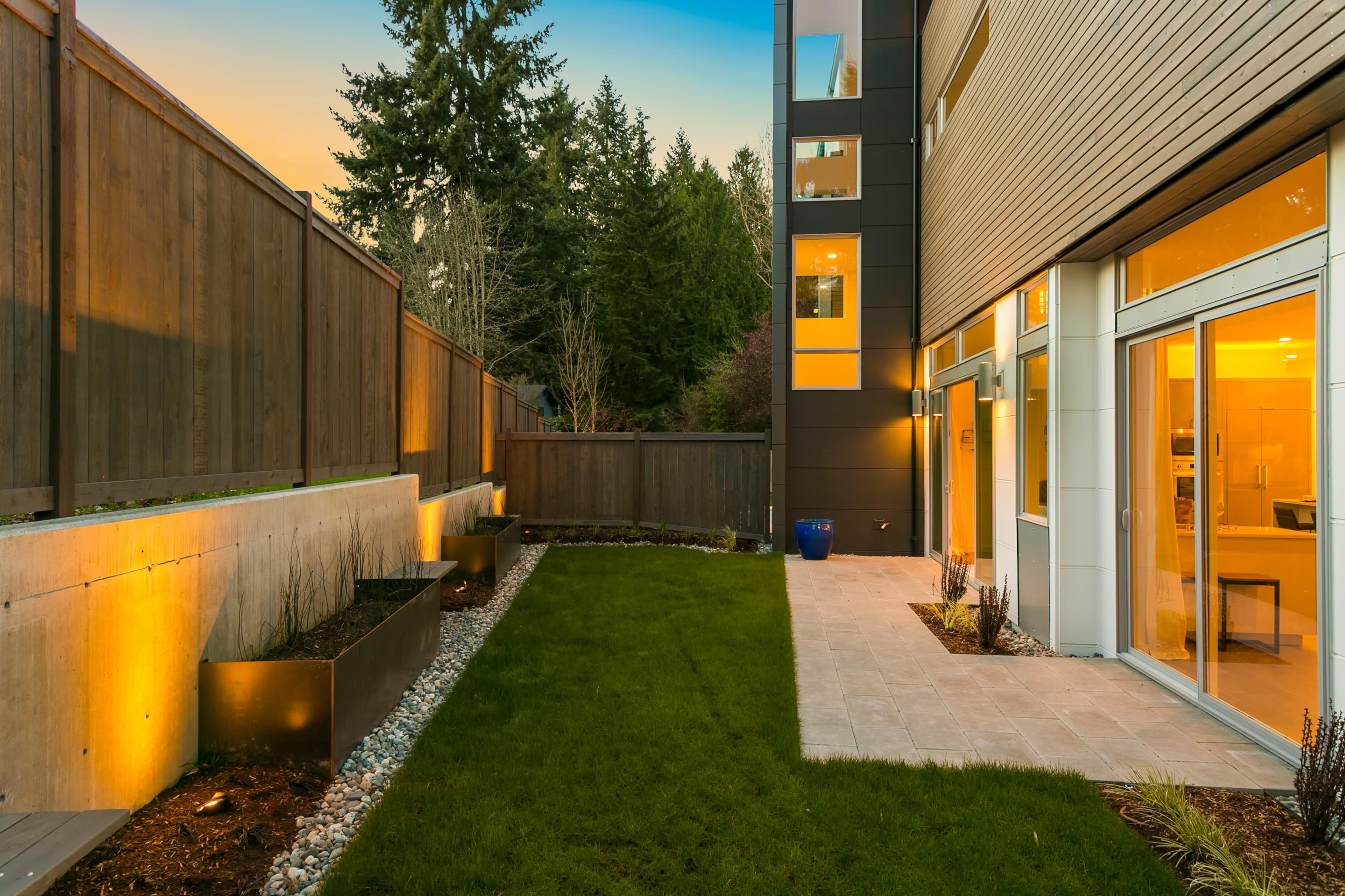 The final home we're profiling ahead of this weekend's Modern Home Tour is the Au Courant House in Redmond! This 3 bed/3.5 bath home was built by Noble Ridge Construction, and designed by Medici Architects. The home uses the entire 3,874 square-foot lot to capture a cozy private space on the main level, and a rec room that walks out onto a 600 sq-ft roof top deck with 180 degree view of the Cascade Mountains up top.{ }Each day this week we are going to be featuring homes from the 2018 Seattle Modern Home tour, happening this Saturday, April 28 throughout Seattle. Multiple homes will be showcased, all accessible from ticket-holders between 11 a.m. to 5 p.m. on that Saturday. Tickets are still on sale, starting at $40 at https://bit.ly/2qKRGYs (Image: Noble Ridge Construction Inc.)