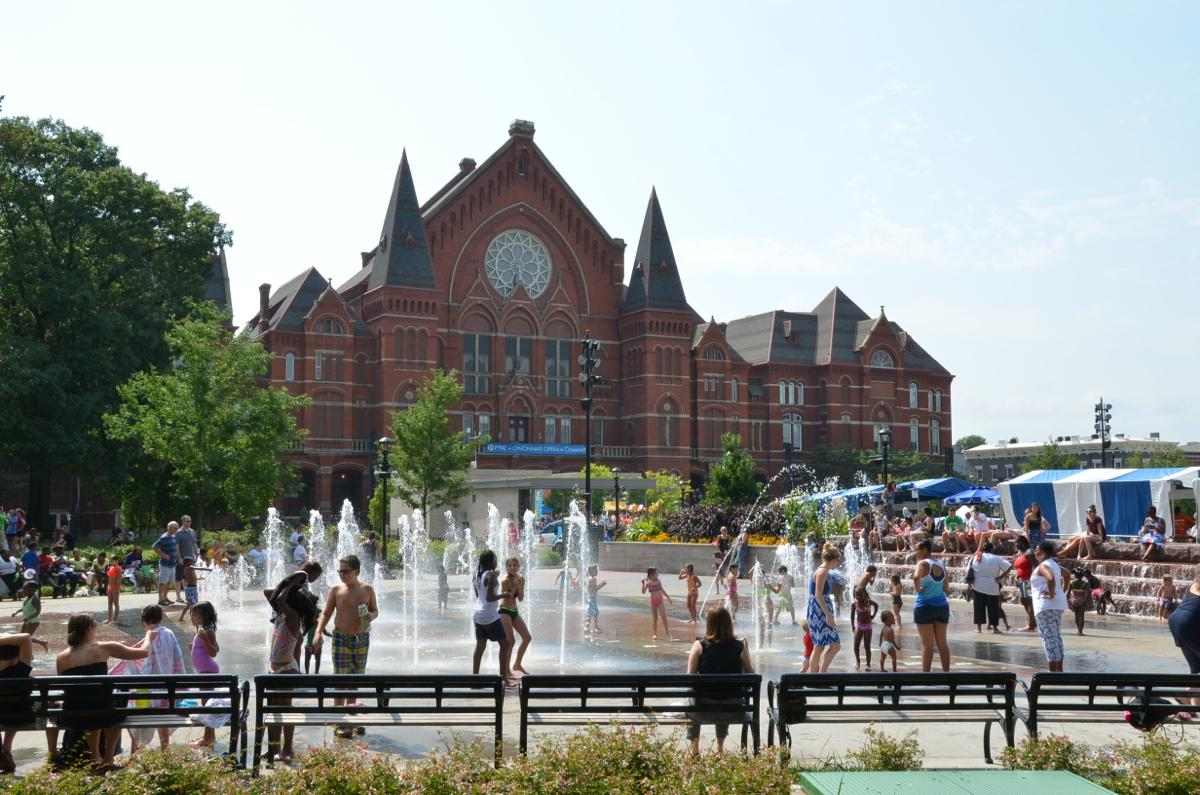 Music Hall in the background as kids are enjoying the fountains at Washington Park (Image: Leah Zipperstein / Cincinnati Refined)