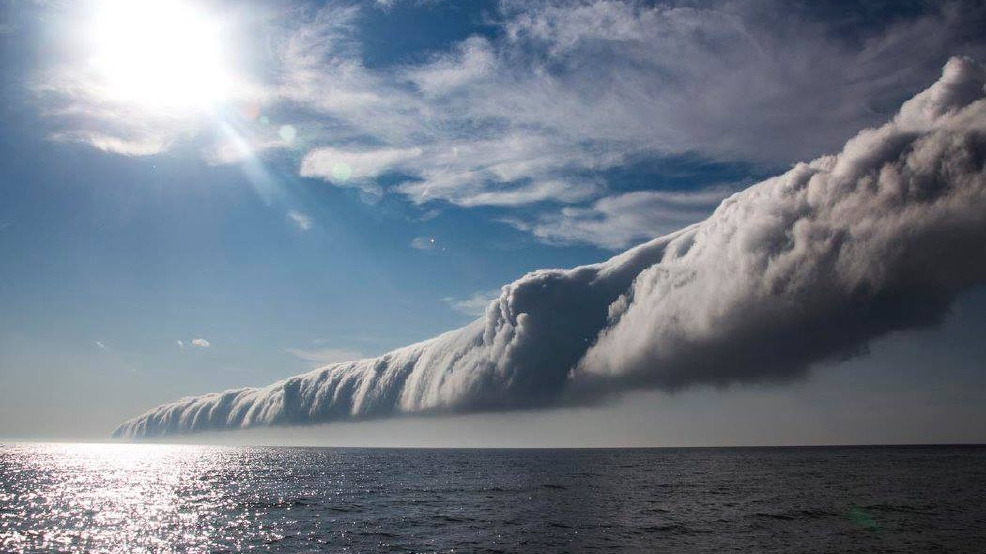 Watch: Freaky cloud rolls over Lake Michigan