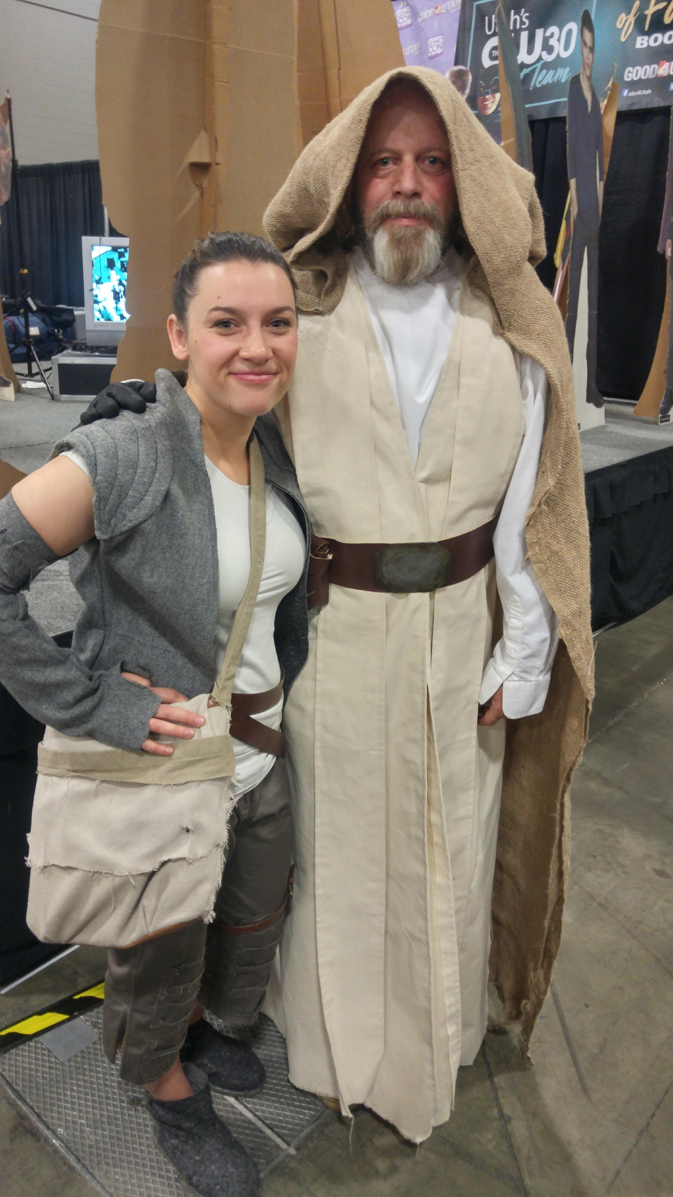 "Salt Lake Comic Con FanX attendants dress up as Luke Skywalker and Rey from ""Star Wars: The Force Awakens.""  (Photo: Melissa Youngberg / KUTV)"