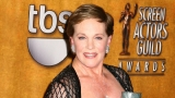 Julie Andrews recalls falling from harness during 'Mary Poppins' stunt