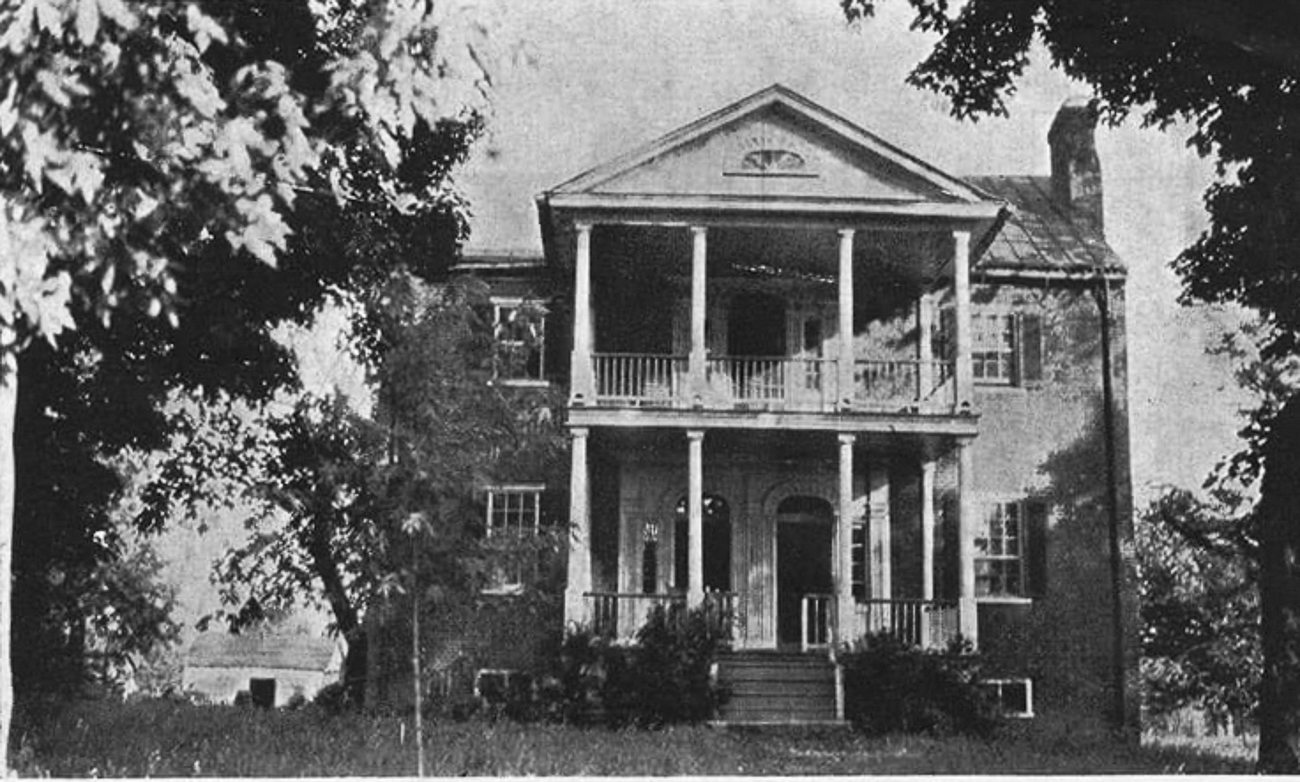 An old photo of the Main House / Image courtesy of Hermitage Farm // Published: 1.5.21