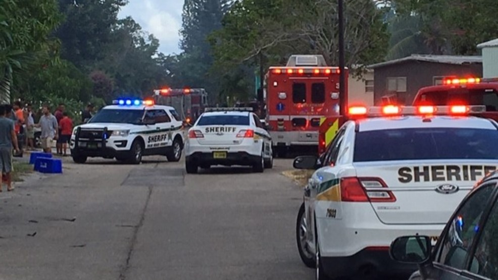 One dead, four displaced in mobile home fire near West Palm ... on clayton mobile home, florida mobile home, concord mobile home, key west mobile home, tampa mobile home, california mobile home, miami mobile home, long island mobile home, key largo mobile home, melbourne mobile home, plantation mobile home, gulf stream mobile home,