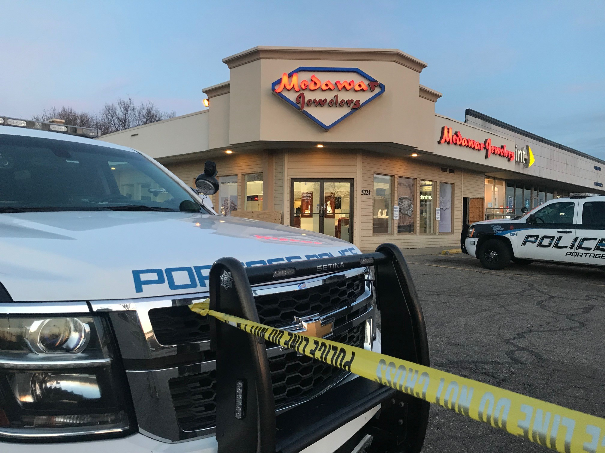 Police are currently on scene of a break-in that took place at the Medawar Jewelers on South Westnedge Avenue in Portage. (Cody Combs/WWMT)