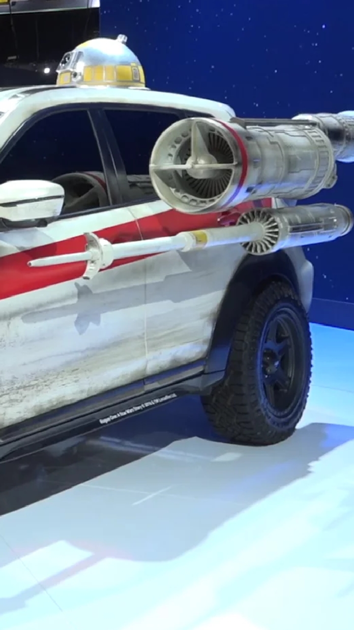 The Star Wars Rogue One Nissan Is At Ny Auto Show Along With R2 D2 S