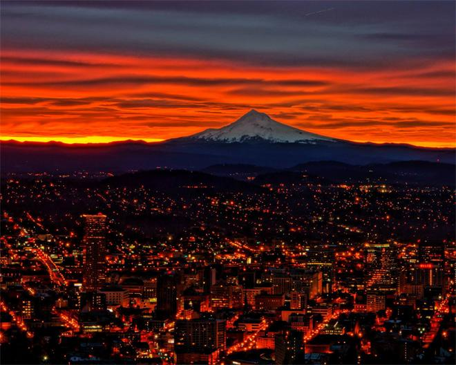 Sunrise from Pittock Mansion. Photo: Mike Nelson