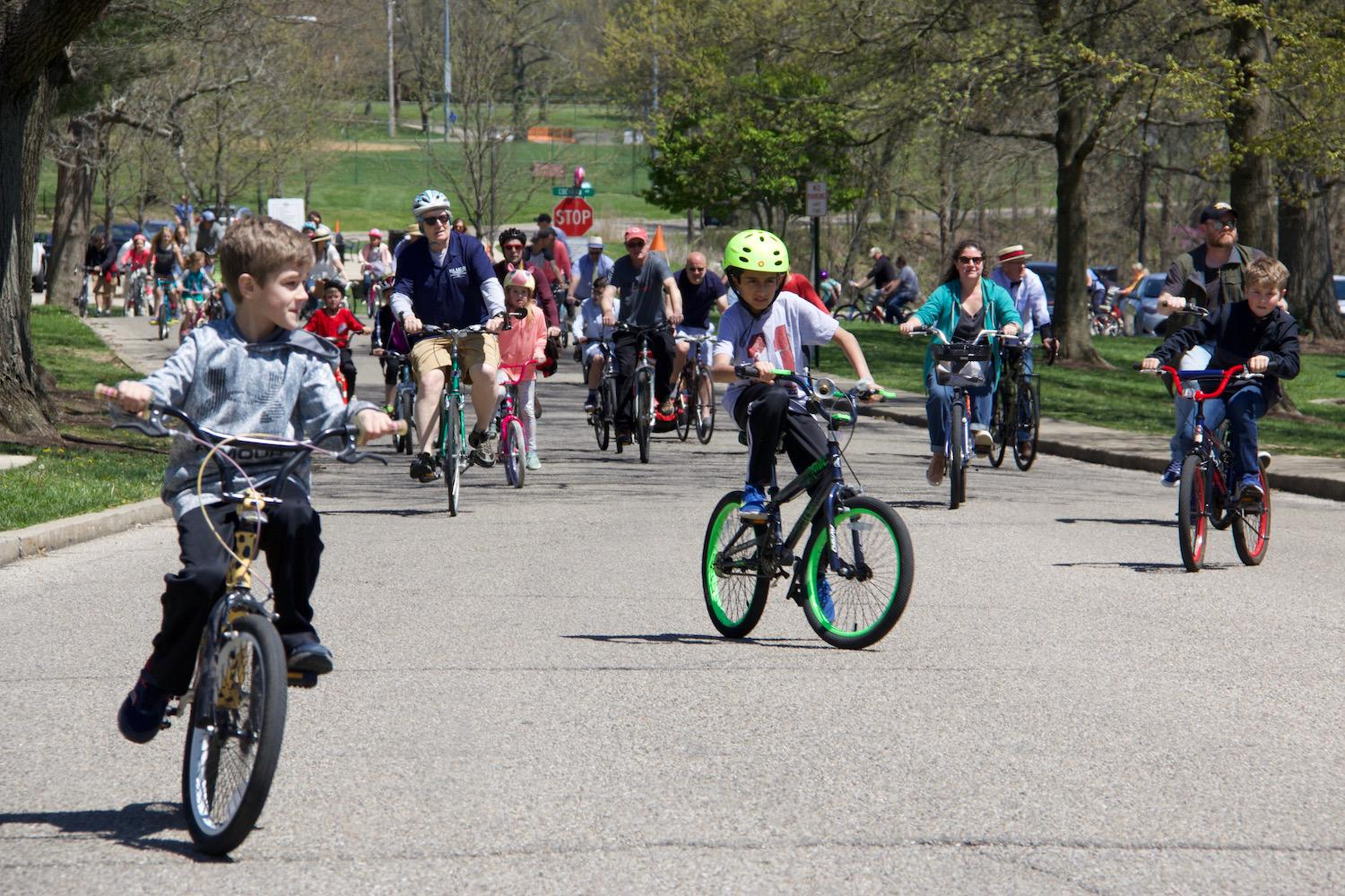 The city of Fort Thomas held its second annual Seersucker bike ride on Sunday, April 29. / Image: Dr. Richard Sanders // Published: 4.30.18