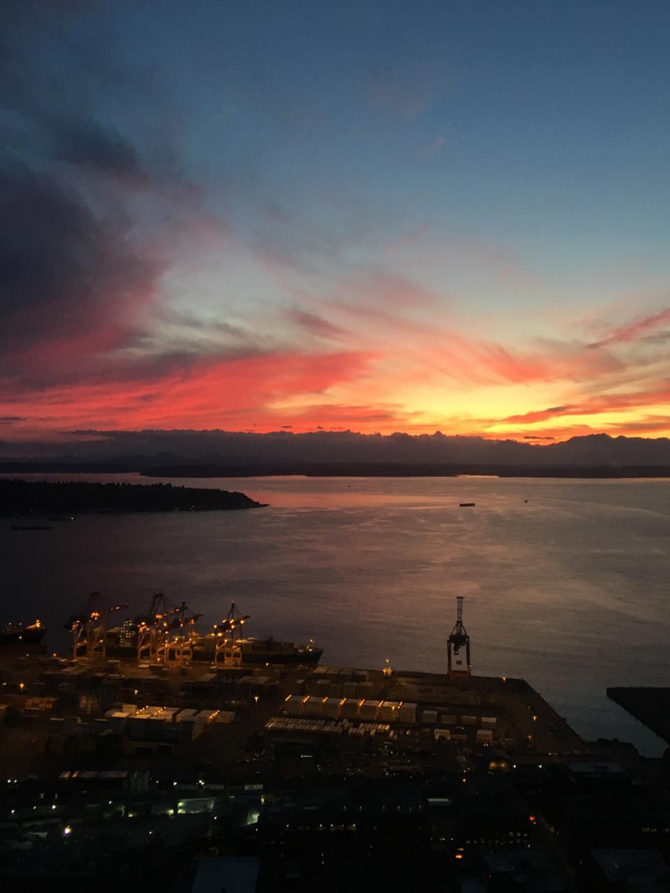 Seattle sunset (Photo: KCSO Air Support/Twitter)