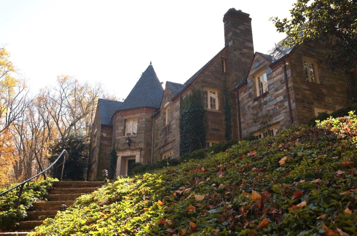 Along the edges of Glover-Archbold Park lies Foxhall, a quiet neighborhood where magnificent Tudor Revival homes lurk behind fall foliage. (Amanda Andrade-Rhoades/DC Refined)