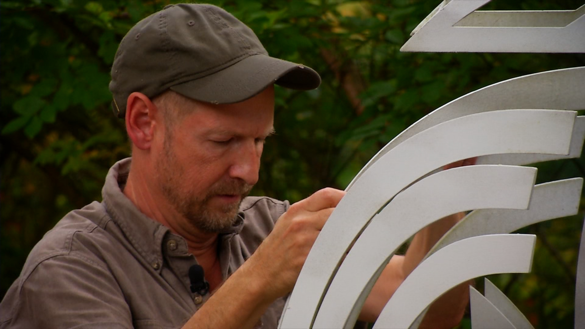 News13 filmed Sheldon while he cleaned up a sculpture at the Grovewood Gallery (Courtesy: WLOS)<p></p>