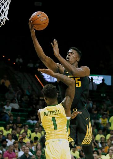 Oregon forward Kavell Bigby-Williams, top, goes up for a shot over Baylor's Wendell Mitchell (1) in the first half of an NCAA college basketball game, Tuesday Nov. 15, 2016, in Waco, Texas. (AP Photo/Tony Gutierrez)