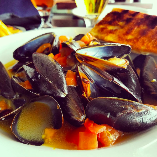 IMAGE: IG user @bodette18 / POST: Coz there's other (shell)fish in the sea #mussels #vacationmode #nodiettoday #goodeatsinmaine #getinmybelly #seafoodeatfood