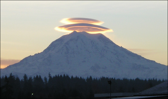 Photo of double-stacked lenticular clouds over Mt. Rainier on Nov. 20, 2004 (Photo: Ron Lloyd)