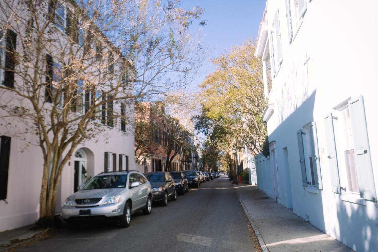 On a recent trip to Charleston SC, we were tasked with exploring the city, restaurants, activity centers and views to put into a half-hour TV show. Tough life right? Well actually, it really is - because we could go on and on about the things we saw for much longer than 30 minutes. Soooo we are going to do a quick Charleston Spotlight every week to highlight some of the places we saw! This week, it's all about a walking tour of the city itself. (Image: Joshua Lewis / Seattle Refined)