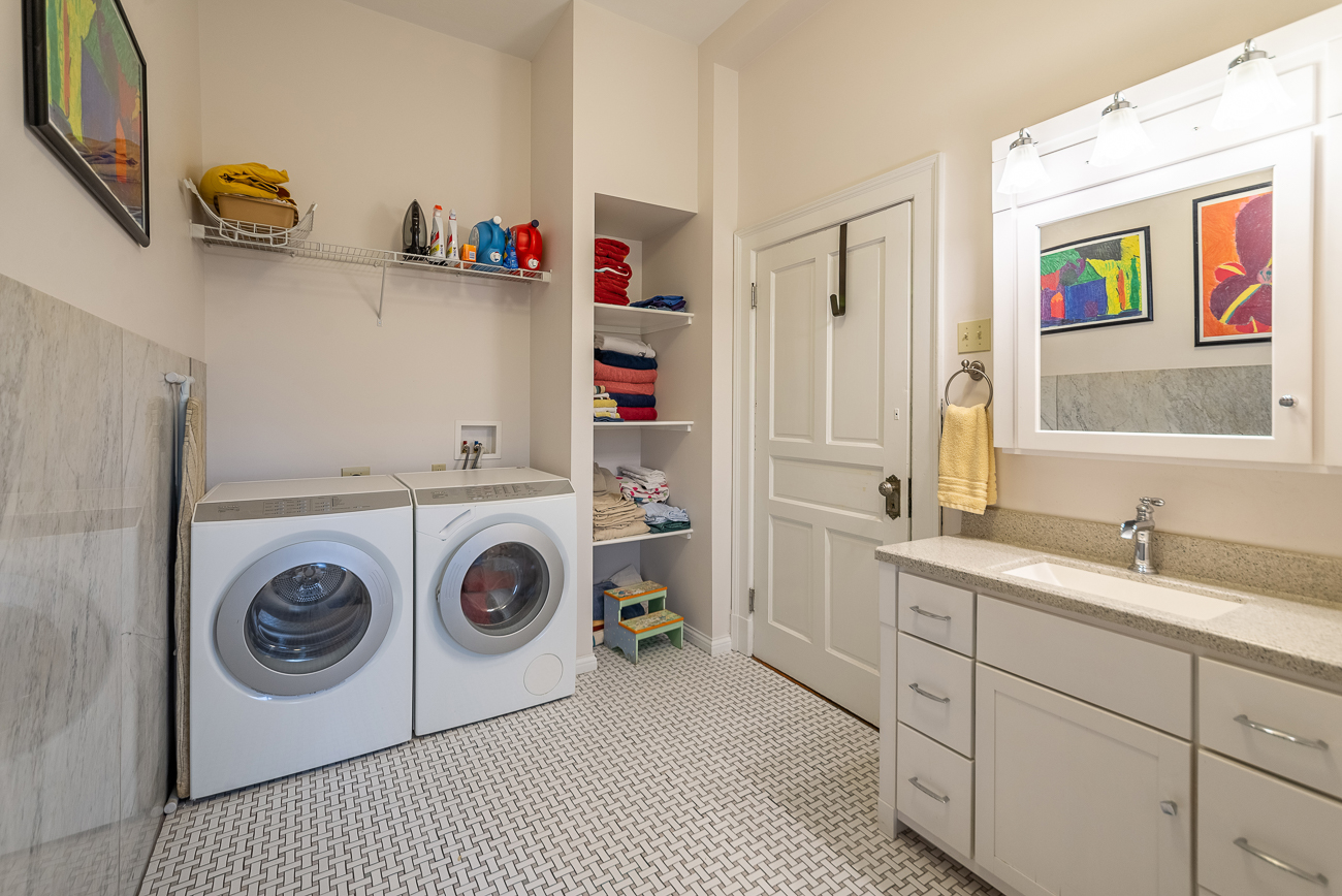 A second-floor laundry room / Image courtesy of Homeshake // Published: 2.28.20