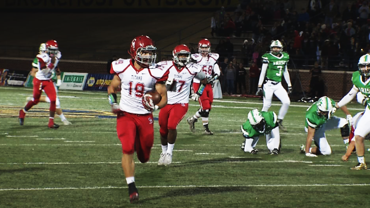 Carl Albert High's Braden Pursell catches a pass and runs toward the endzone during the 5A championship game against Bishop McGuinness on Friday, Dec 2, 2016 (Anthony West / KOKH)
