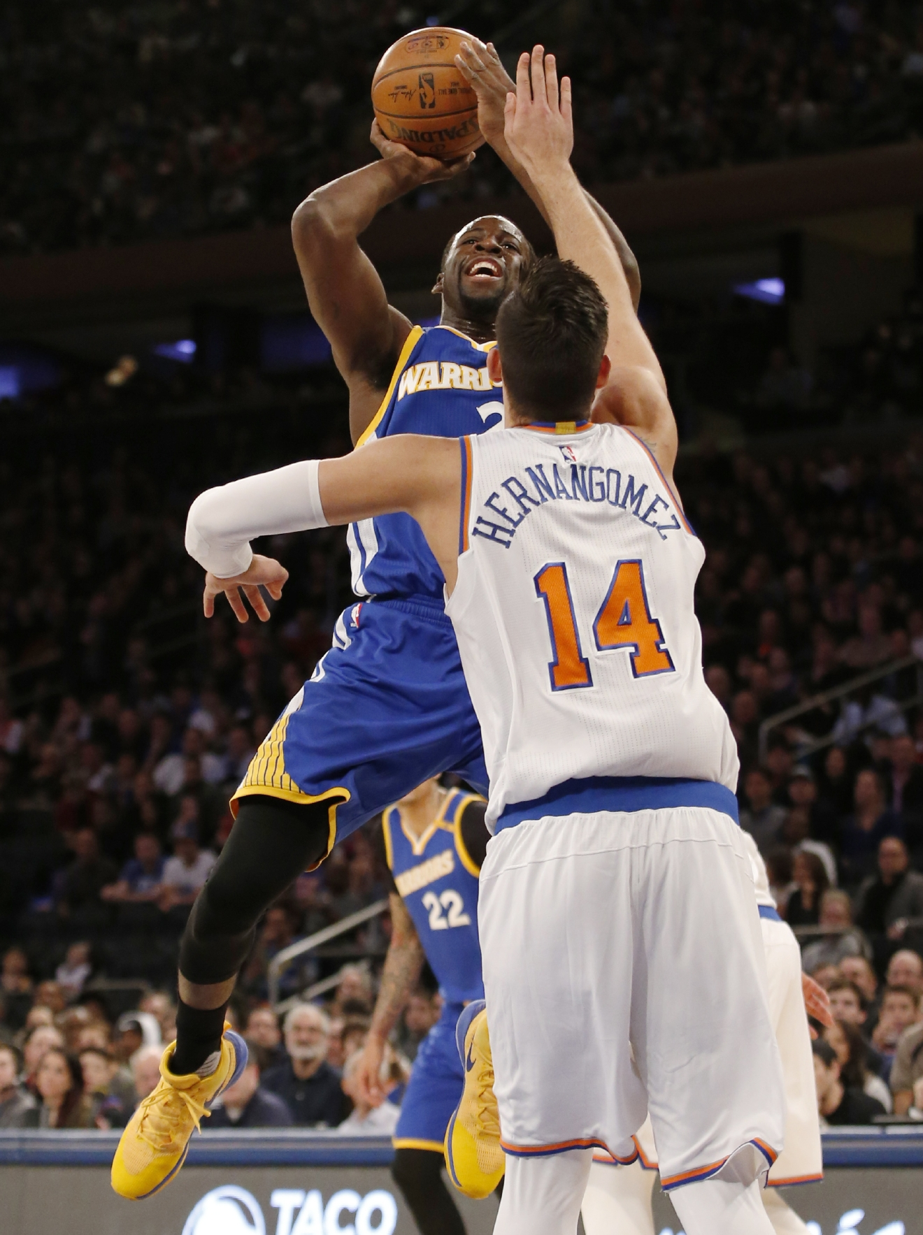 New York Knicks center Willy Hernangomez (14) defends Golden State Warriors forward Draymond Green (23) in the first half of an NBA basketball game at Madison Square Garden in New York, Sunday, March 5, 2017. (AP Photo/Kathy Willens)