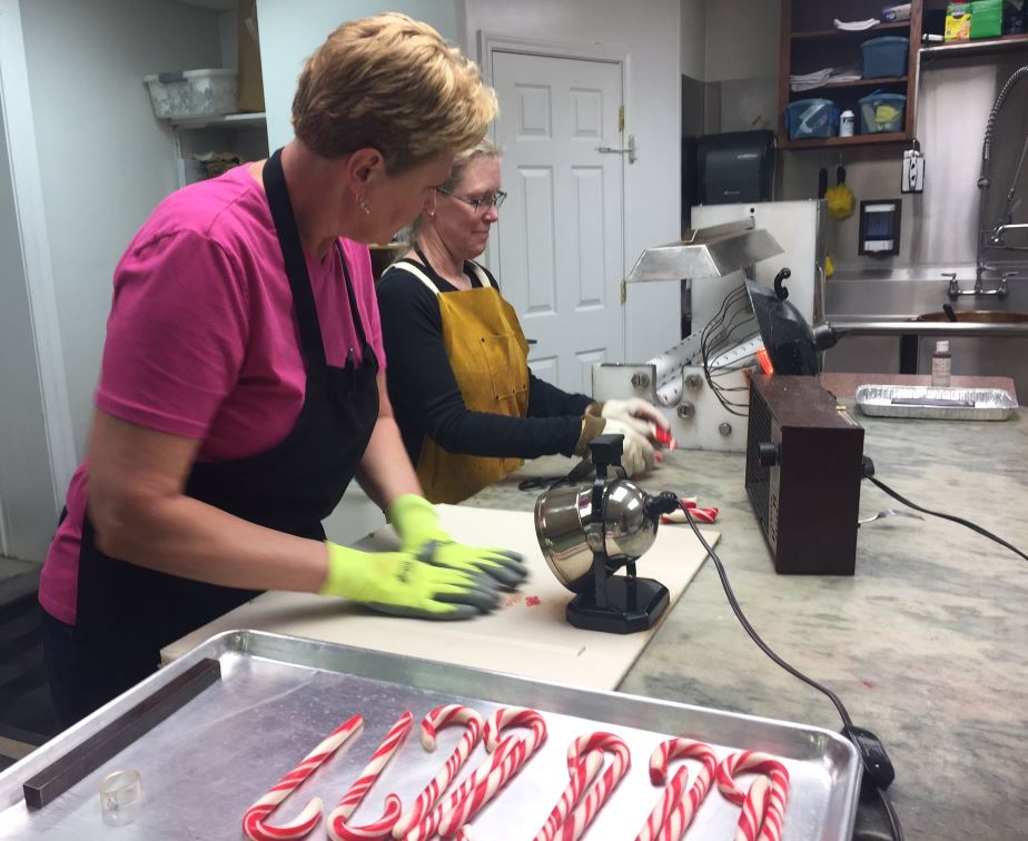 Niles sweet shop to stop making candy canes for the season. // WSBT 22