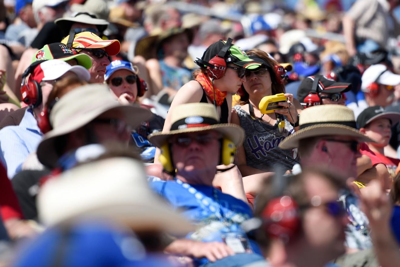 Fans share a FanVision device during the Monster Energy NASCAR Cup Series Kobalt 400 Sunday, March 12, 2017, at the Las Vegas Motor Speedway. (Sam Morris/Las Vegas News Bureau)