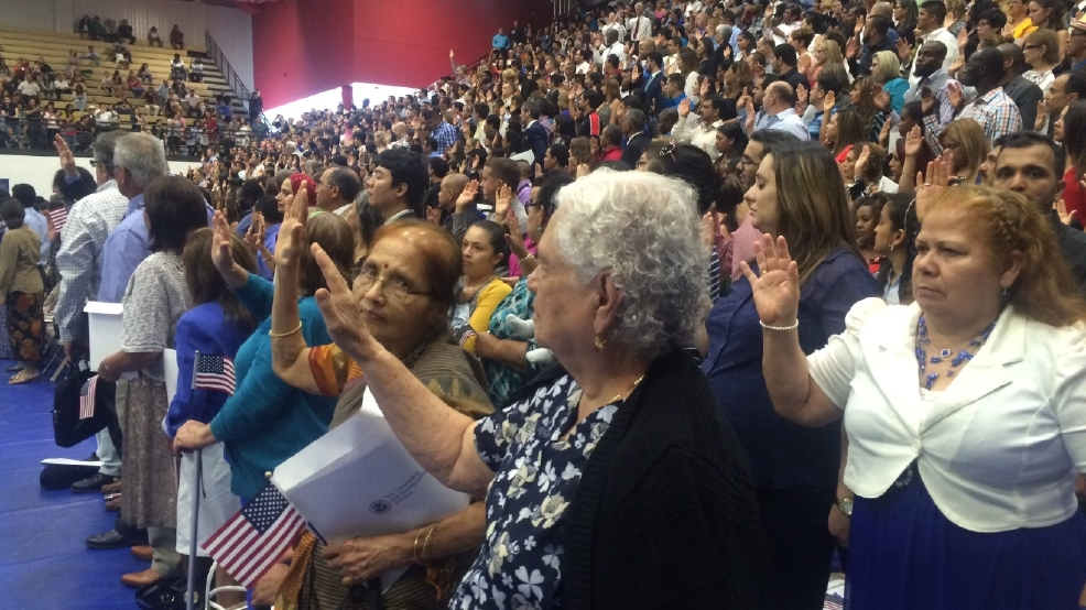 More than 1200 new US citizens sworn in during Austin ceremony | KEYE