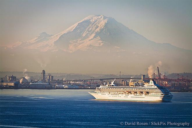 Crystal Symphony arrives in Elliott Bay (Photo: David Rosen)