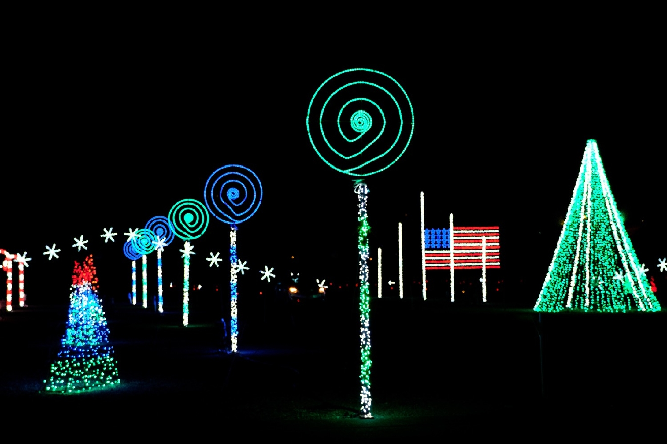 Head to Coney Island this Christmas season to see the dazzling Nights of Lights show. It features over a million LED lights on trees, snowflakes, candy canes, and fantastic tunnels of light. The show runs every night through January 1, 2018. It begins at dusk and runs until 10 p.m. with extended hours on weekends. / Image: Daniel Smyth