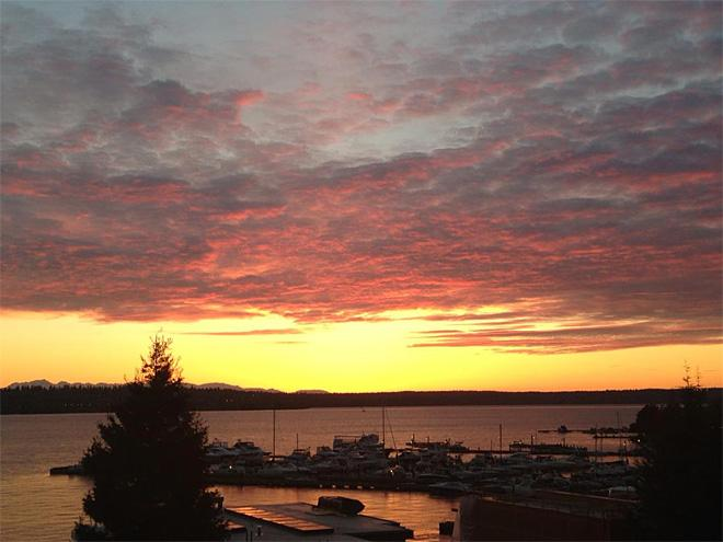 Kirkland Waterfront Sunset (Photo courtesy YouNews contributor: sarahorse0329)