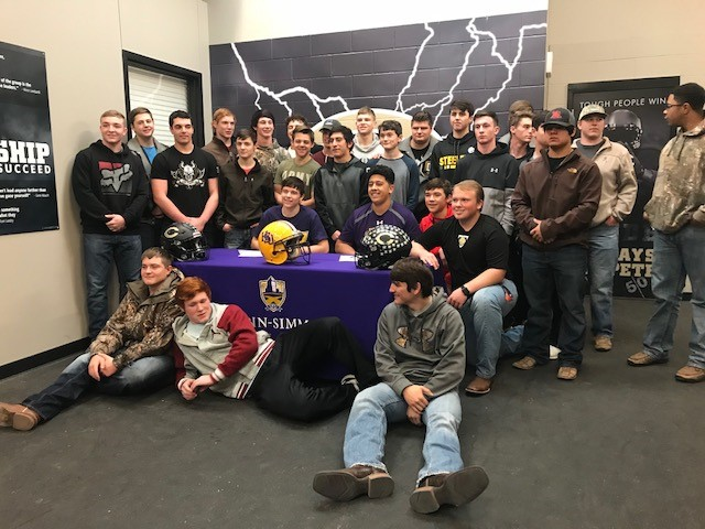 {&amp;nbsp;}Clyde's football team photo with HSU signees Bradlee Leverich and Miguel Valdez.<p></p>