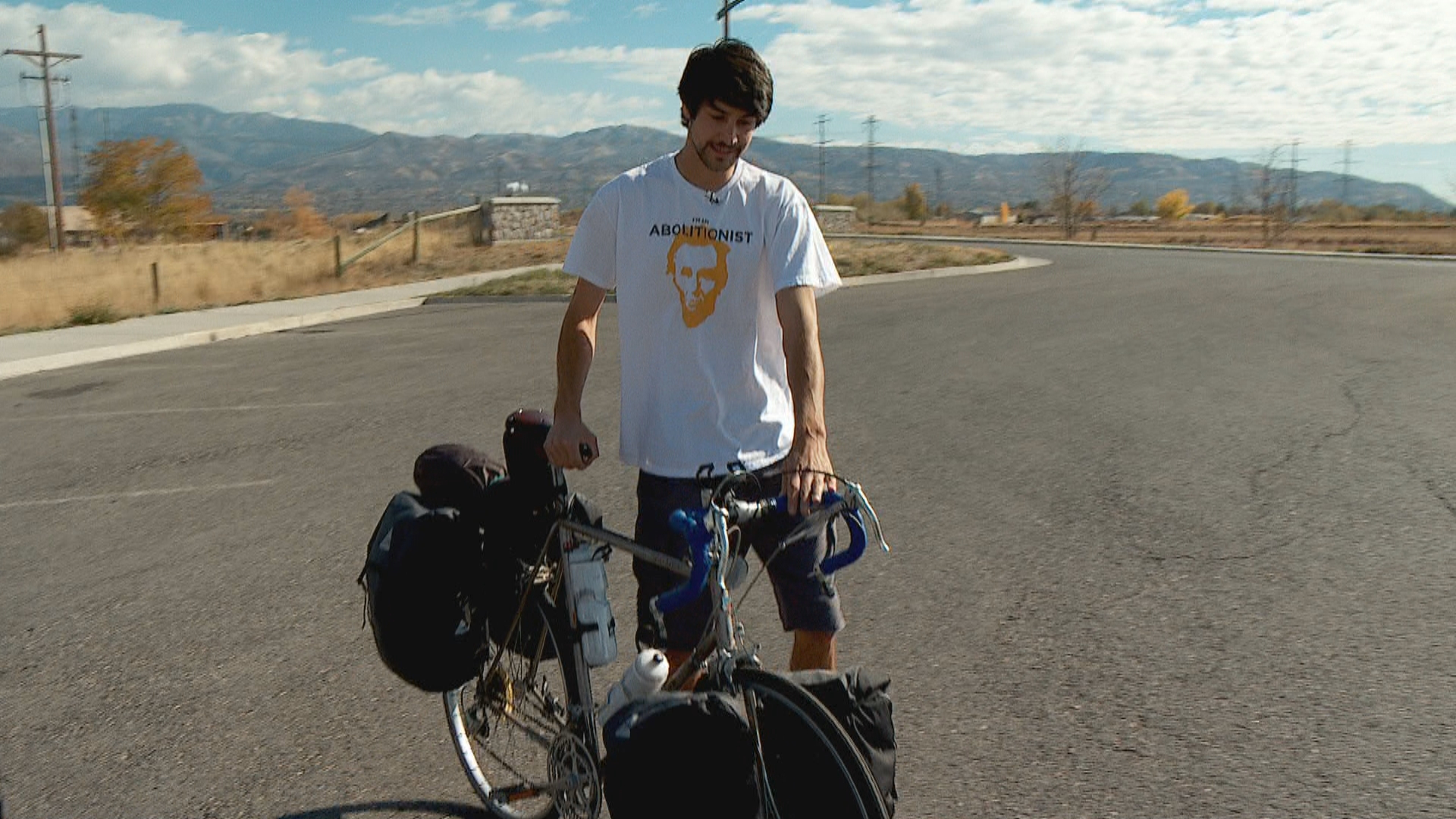 Pay it Forward: Utah man bicycles across U.S. to fight sex trafficking (Photo: KUTV)<p></p>