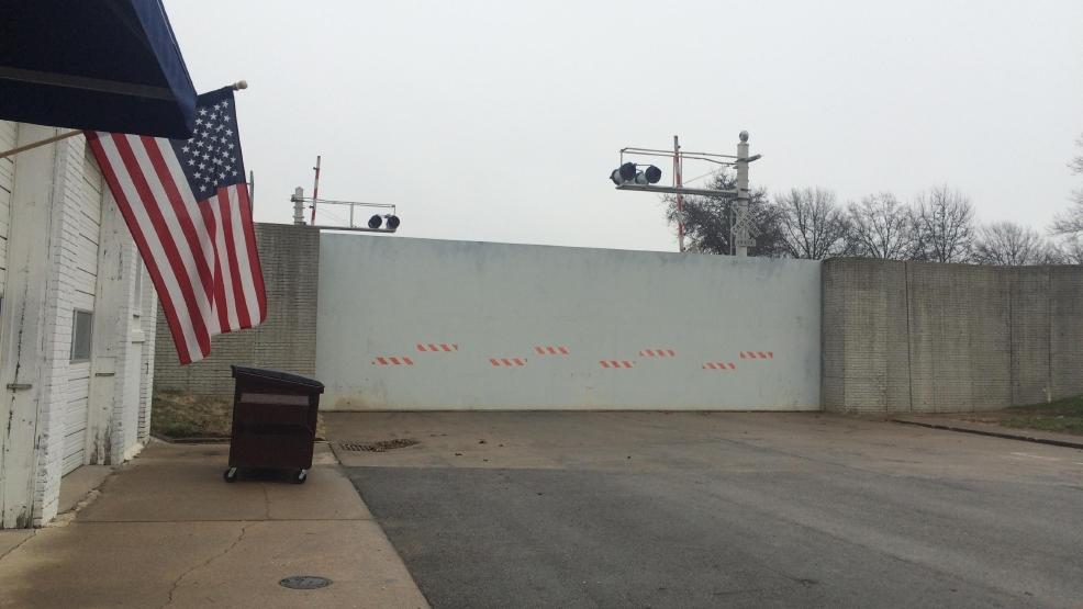 Hannibal flood gates go up as a precaution