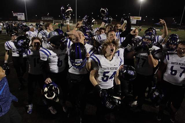 South Medford defeats Lake Oswego in the 6A semi-final game in Hillsboro. (Photo by Steve Dipaola)