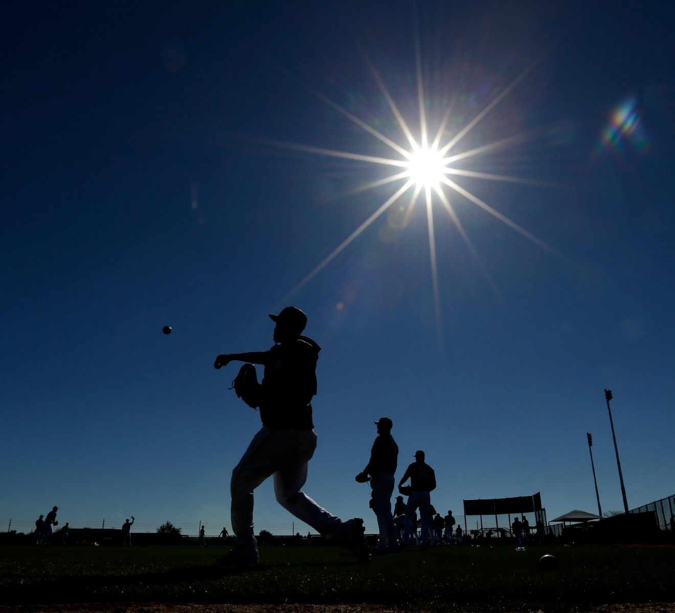 Seattle Mariners pitcher Edwin Diaz throws during spring training baseball practice, Tuesday, Feb. 21, 2017, in Peoria, Ariz. (AP Photo/Charlie Riedel)