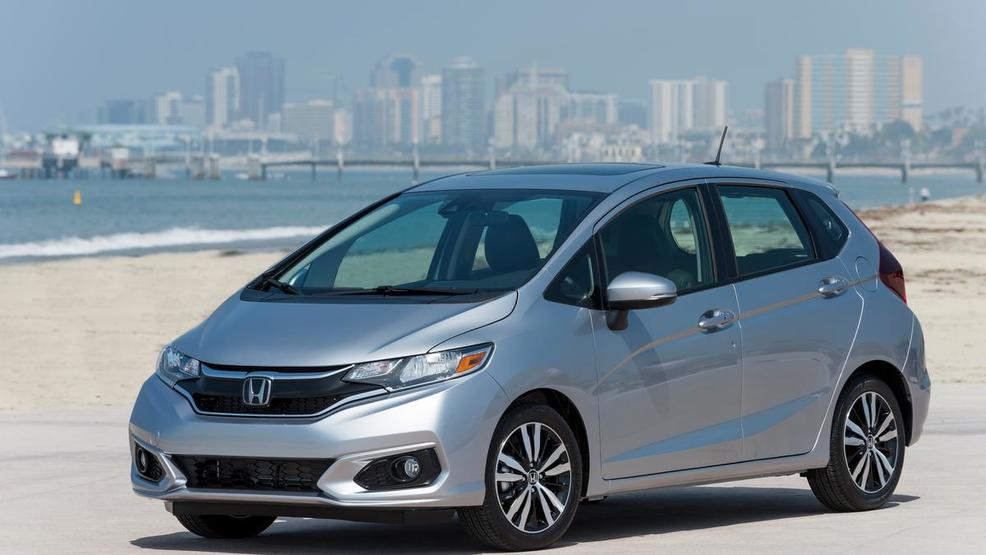 2018_HONDA_FIT_002_medium.jpg