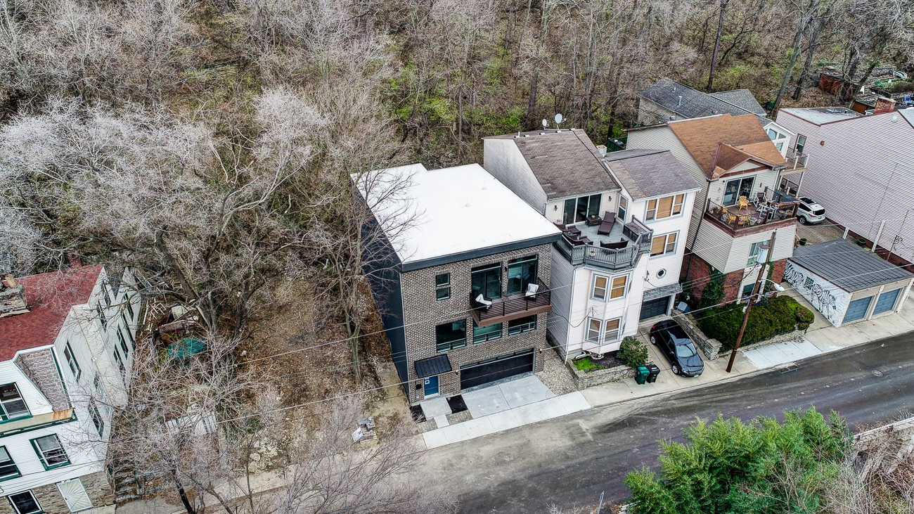 A drone shot of 136 Dorsey Street alongside its neighbors / Image courtesy of Kelly Gibbs, Coldwell Banker // Published: 12.28.18