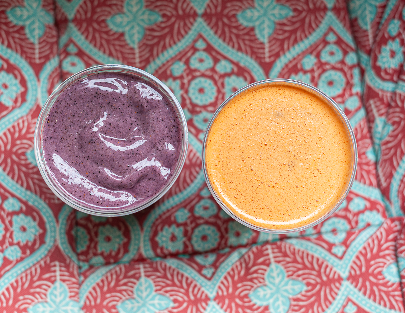 Berry Good Smoothie (blueberry, pineapple, vanilla rice milk, avocado, stevia, and cinnamon) and Carrot Apple Juice / Image: Kellie Coleman // Published: 12.27.20