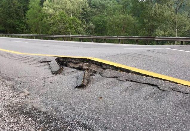 Officials say heat has caused the roadway to buckle on Interstate 79 near Servia. (WCHS/WVAH)<p></p>