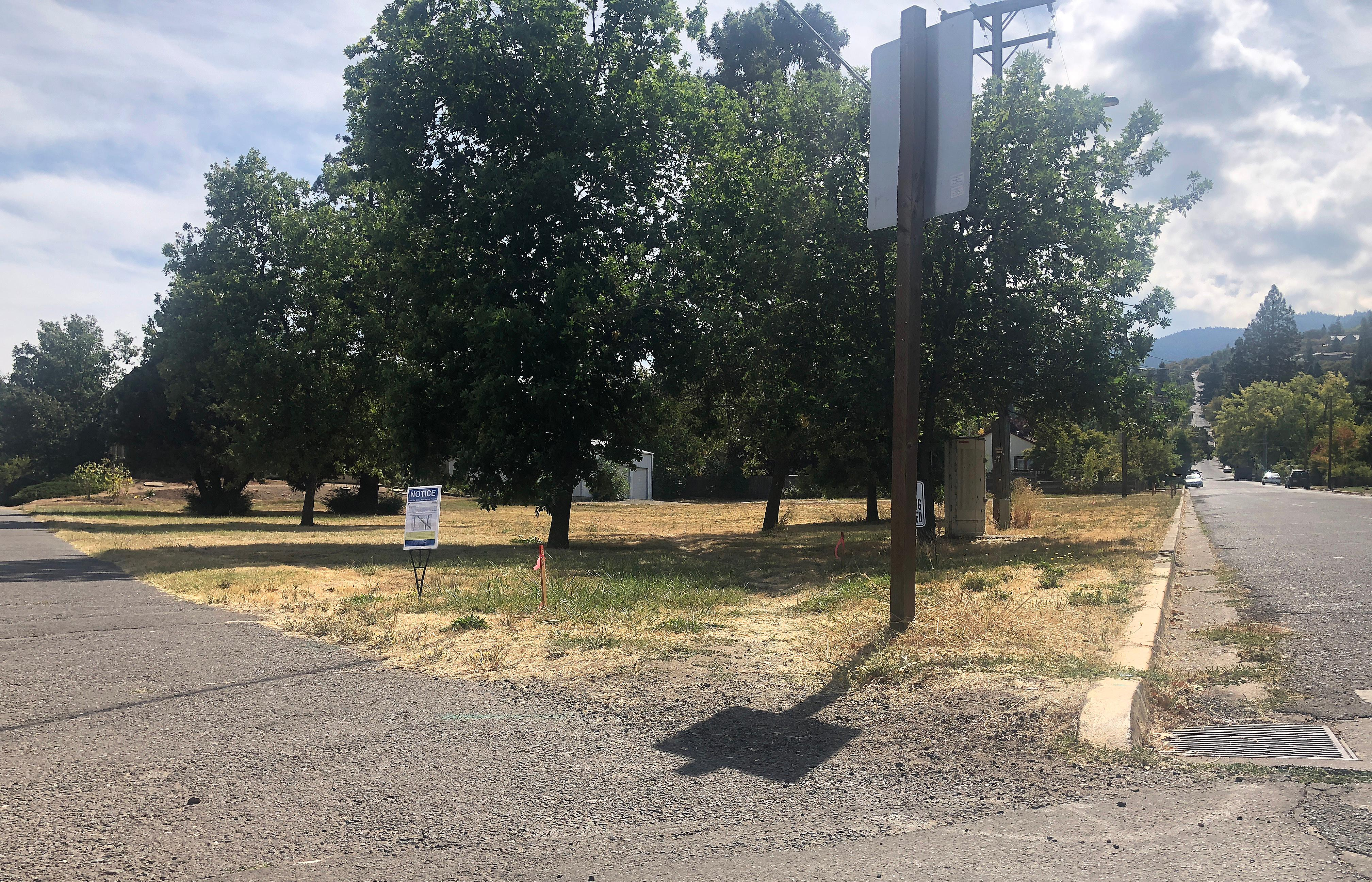 Daily Tidings / Bert Etling<br>A 15-unit, 60-bedroom apartment building is proposed for a corner lot bordered by Park Street, at right, and Siskiyou Boulevard, out of the picture frame to the left.